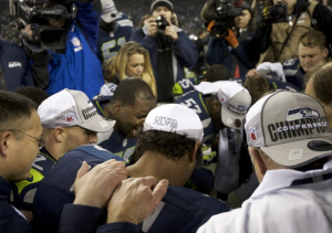 Wilson leads both Seahawks and Packers in a post-game sideline prayer