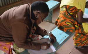 Literacy Classes Empower Believers in Kenya