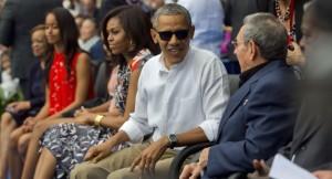 Obama does wave