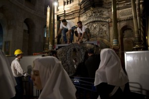 Christians unite to renovate Christ's tomb