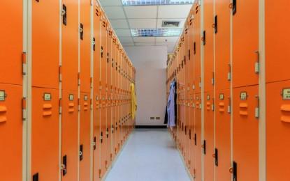 Student sues school over girl in boys' locker room