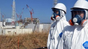 Caption: Contaminated water is stored in large tanks at the crippled Fukushima No. 1 nuclear power plant. (Asahi Shimbun file photo)