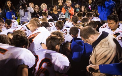 Football Coach Suspended For Praying Files Discrimination Complaint