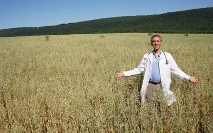 Innovative doctor launches food 'farmacy' after selling his medical practice … Food heals better than drugs!