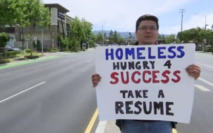 'I'm Floored': Homeless Man Receives Hundreds of Job Offers After Handing Out Resume on Highway